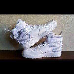 Nike Air Force 1 SF Mid (Winter Camo)